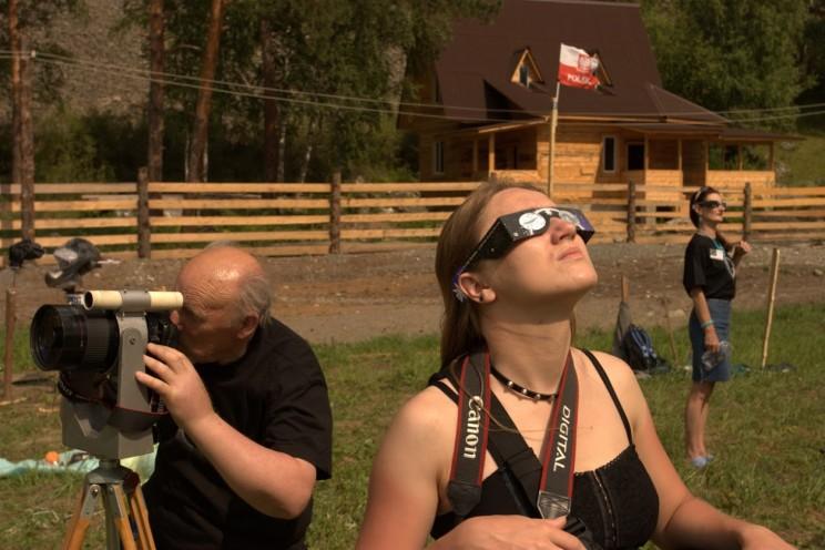 Obserwujemy słońce kilka godzin przedzaćmieniem, Czemal, Ałtaj (sierpień 2008)