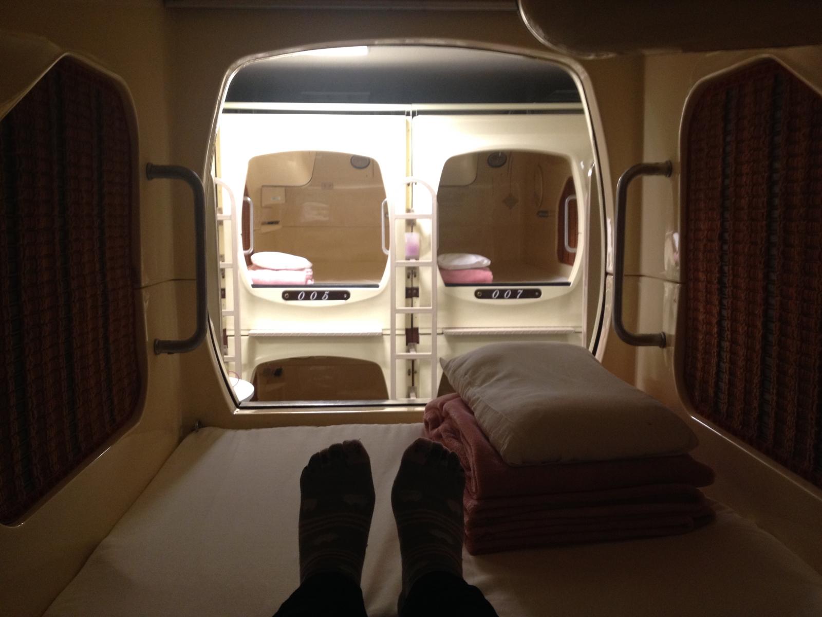 Nocleg w hotelu kapsułkowym w Japonii - tak wygląda kapsuła od środka