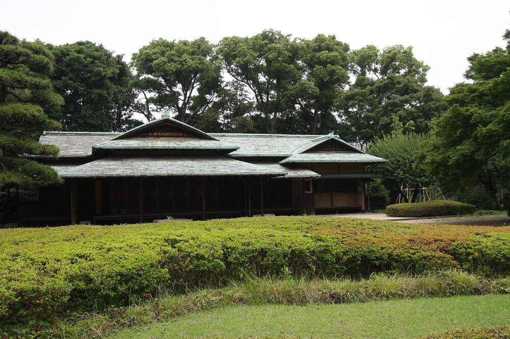 Pawilon herbaciany wCesarskich Ogrodach wTokio