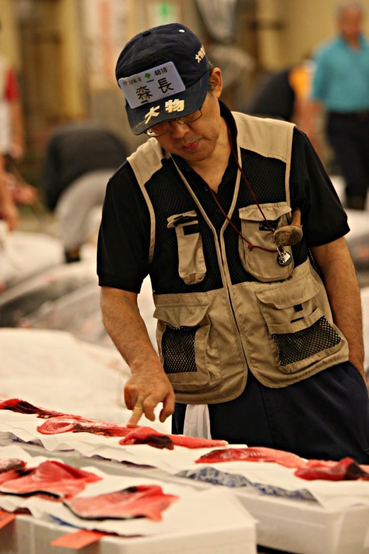 Targ rybny Tsukiji wTokio (Tsukiji-shijō - 築地市場) Aukcja tuńczyków