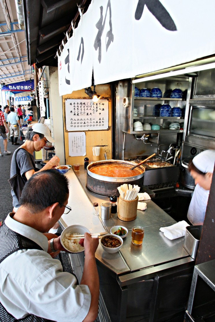 Kitsuneya (きつねや) obrzeża zewnętrzny targu Tsukiji (Tsukiji-shijō), Tokio, Japonia