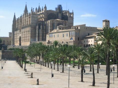 800px-Palma_de_Mallorca_Cathedral