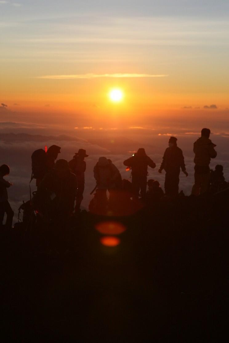 Wschód słońca naszczycie góry Fuji
