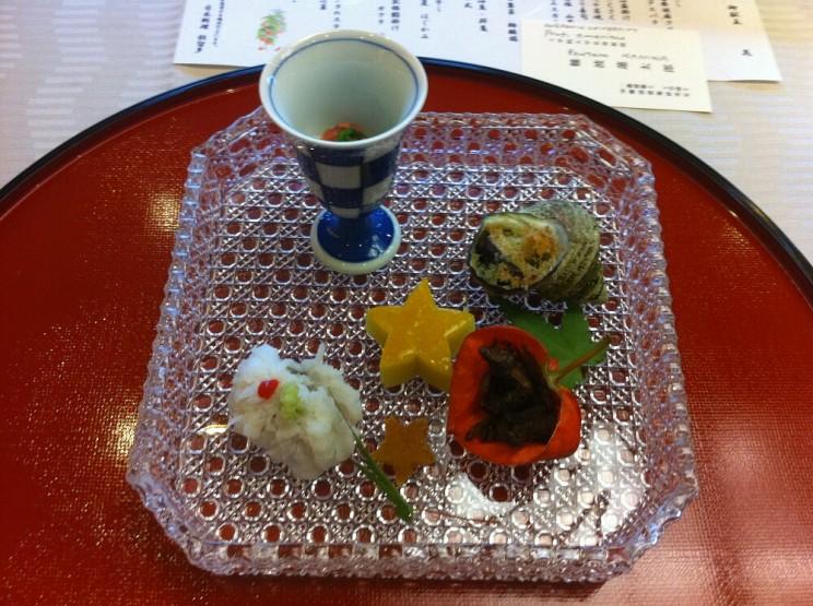 Co tojest kaiseki: ryba hamo, purée zbatatów, smażone rybki gori, ślimaki sazai