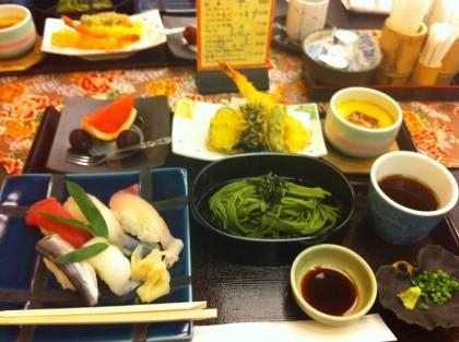 Posiłek wstylu kaiseki (kuchnia typowa dla okolic Kioto)