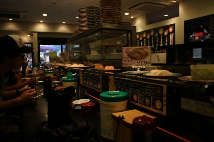 Sushi wJaponii: Mawaru Ganso Zushi Asakusa (廻る元祖寿司)