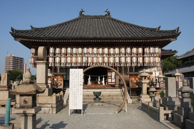 Daiwabetsuin icmentarz przy świątyni Shitennō-ji (Osaka, Japonia)