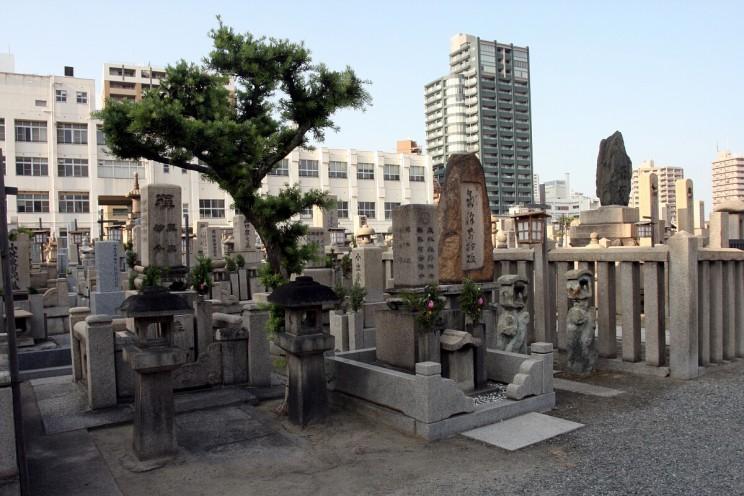 Cmentarz przy świątyni Shitennō-ji (Osaka, Japonia)