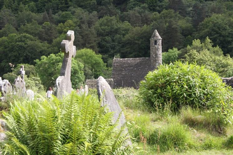 """Glendalough - kościółek podwezwaniem św.Kevina (zwany też """"kuchnią"""")"""