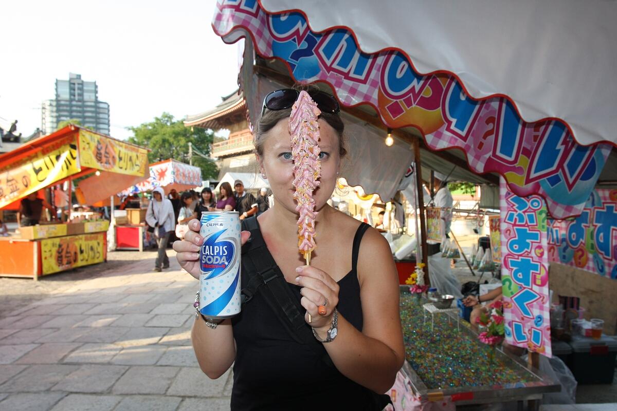 Japoński street food: słodycze zestraganu przedświątynią Shitenno-ji wOsace.