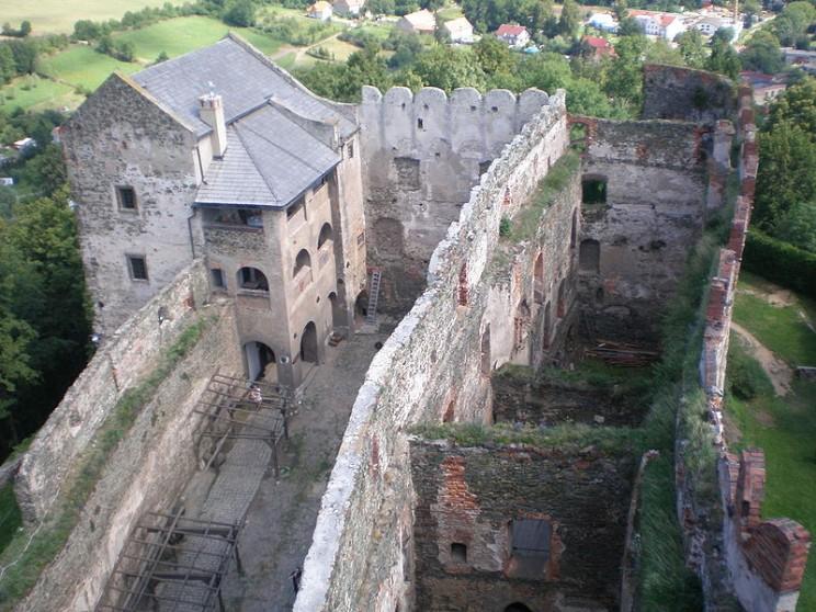 Zamek wBolkowie - widok zbaszty