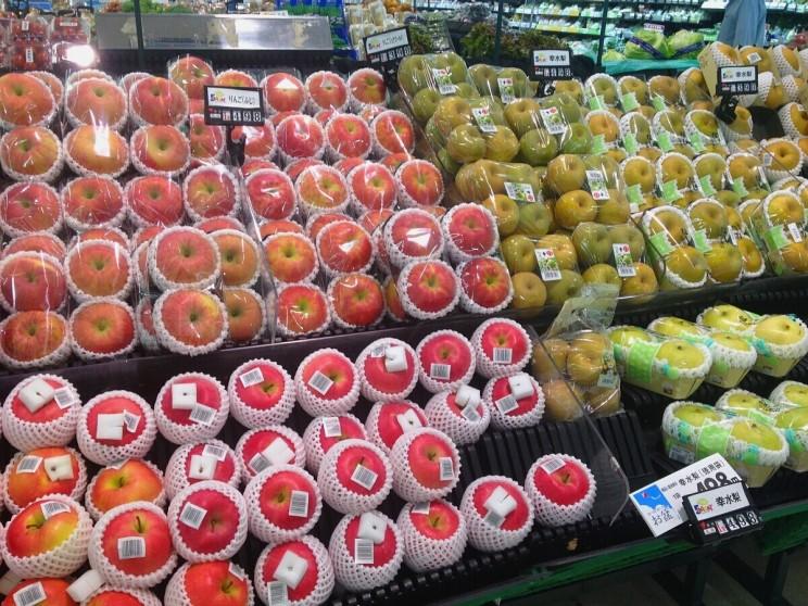 Japońskie jabłka wsupermarkecie wNambie, Osaka (lipiec 2013)