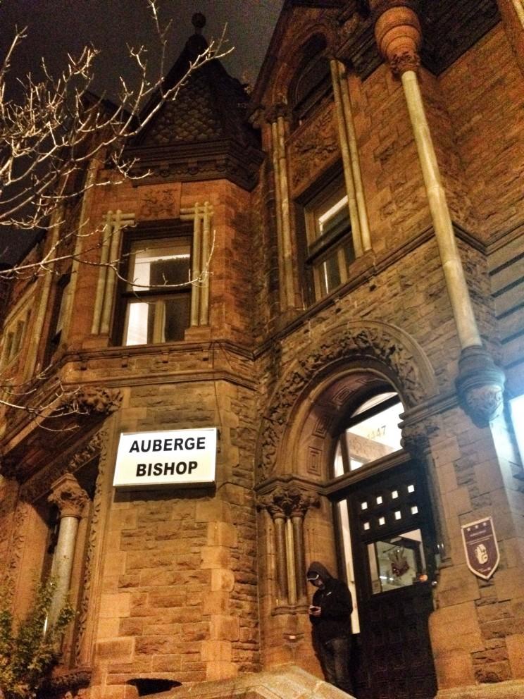 Wspaniały budynek hostelu Auberge Bishop, wktórymnocowaliśmy (Rue Bishop, Montreal, Kanada)