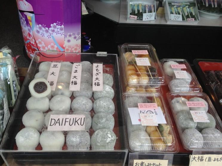 Daifuku idango napatyku - obie przekąski zubitego namasę gotowanego ryżu