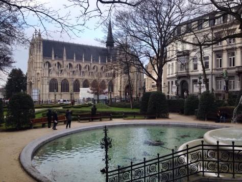 Bruksela: spacer postarym mieście Widok nagotycki kościół Notre-Dame du Sablon
