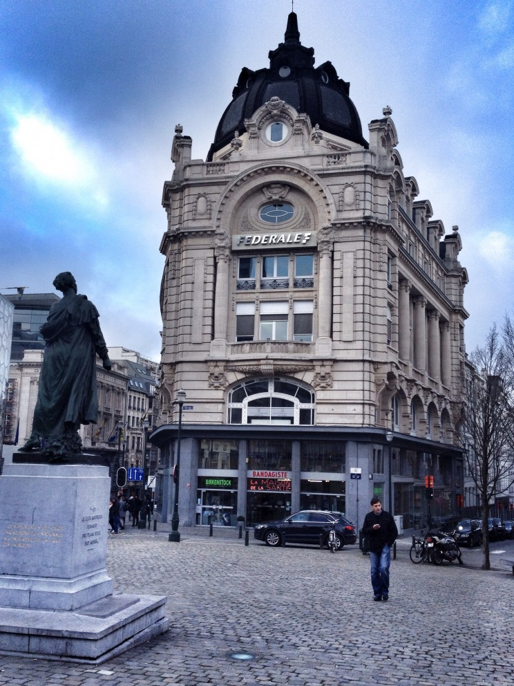 Bruksela: spacer postarym mieście Plac Św. Jakuba (Place Saint-Jean)