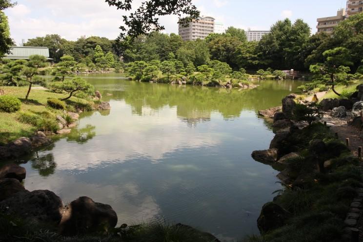 Kiyosumi Garden, Ogrody Cesawsie wTokio, prefektura stołeczna Tokio, Japonia