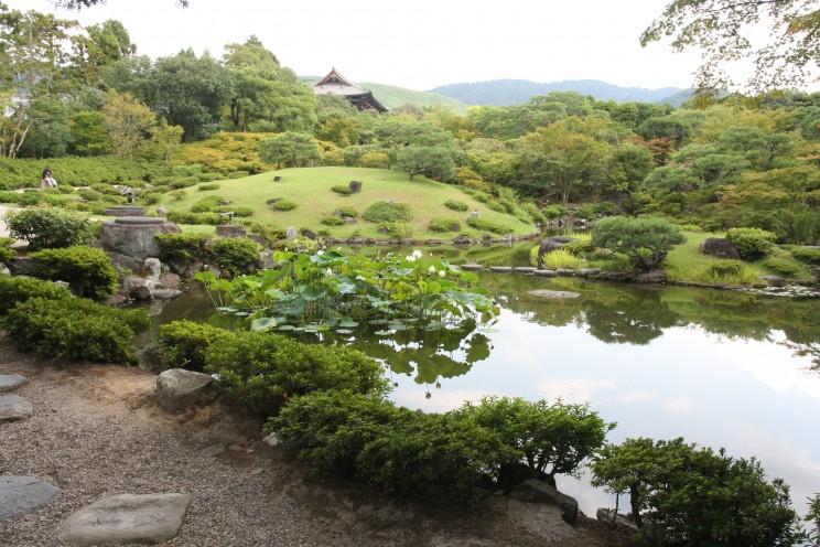 Ogrody przy świątyni Tōdai-ji wNarze, prefektura Nara, Japonia