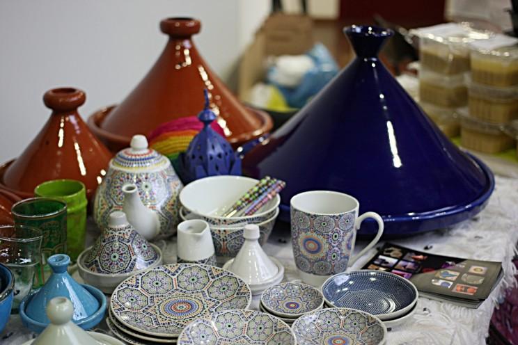 Piękna porcelana inaczynia typu tażin nastoisku pani Doroty zMarokoArt