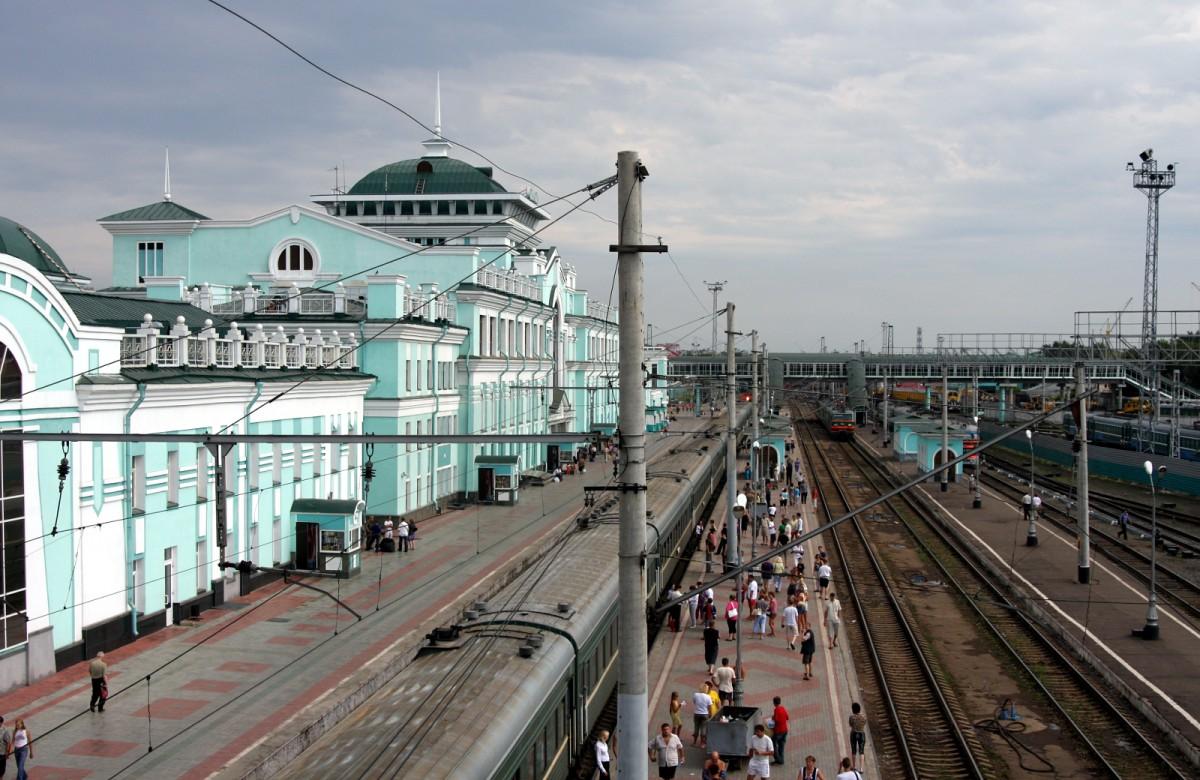 Dworzec wOmsku, Syberia, Rosja (Transsibem nadBajkał)