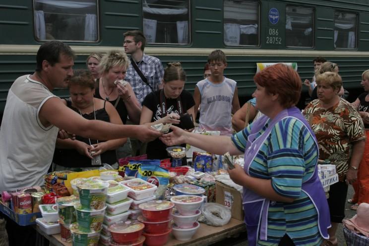 Podróż Koleją Transsyberyjską: co warto wiedzieć oTranssibie - handel nastacjach