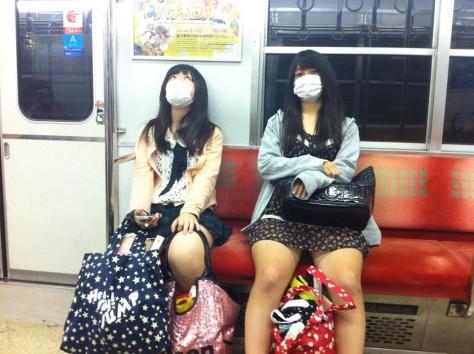 Japanese girls in masks / Japonki wmaseczkach... Umalowane, czynieumalowane?