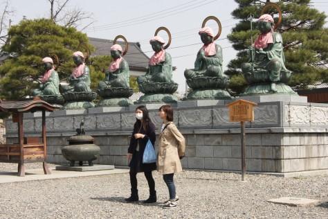Dlaczego Japończycy noszą maski