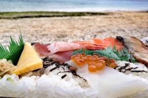 Blog kulinarny, podróż kulinarna, Sushi naTurtle Beach (Żółwiej Plaży), Churaumi, Okinawa, Japonia