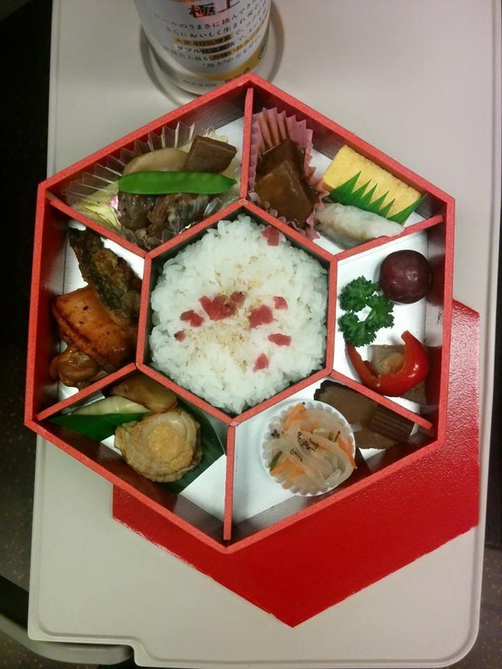 """Co tojest kaiseki: Eki-bentō towspółczesna """"casualowa"""" wersja posiłku kaiseki"""