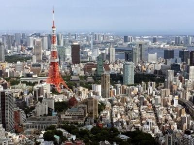 Widok na Roppongi i Tokyo Tower z tokijskiego rarusza
