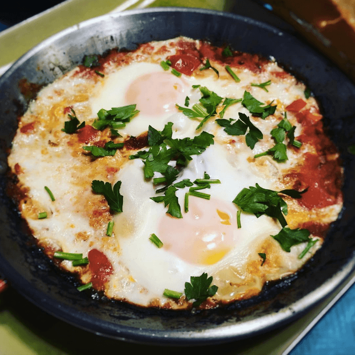 Shakshuka (szakszuka) - jajka w pomidorach po tunezyjsku