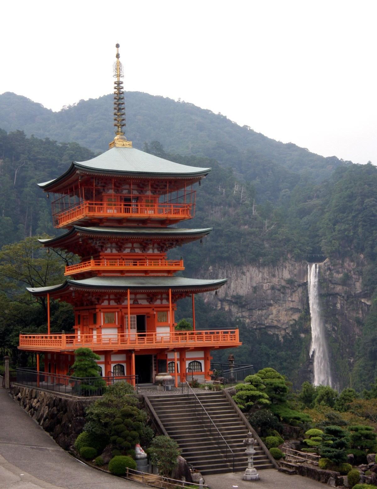 Ciekawe miejsca wJaponii: pagoda, świątynia Seiganto-ji wNatchikatsuura
