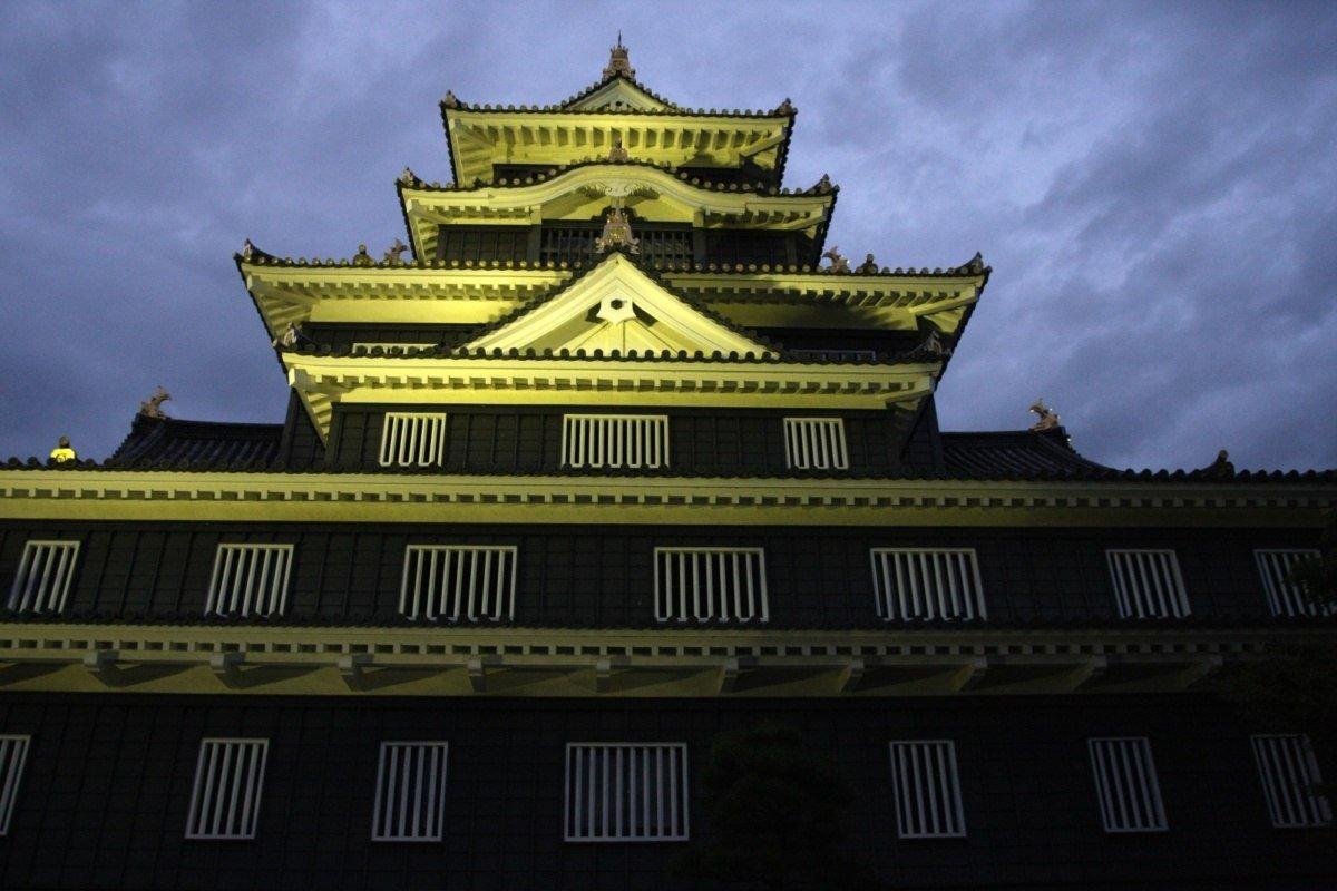 """Czarny zamek Okayama-jo, """"Zamek Wron"""" (Black Crow Okayama Castle)"""