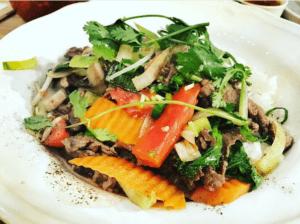 Wołowina wsosie ostrygowym (món xào dãu hào) wViet Street Food Bistro