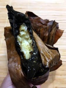 Kuchnia wietnamska - potrawy: Banh gai / Bánh gai - deser zciasta ryżowego barwionego naczarno