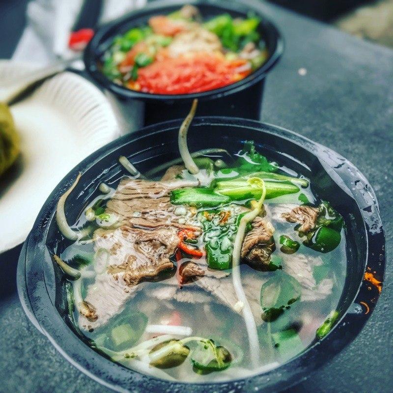 """Kuchnia wietnamska - potrawy, którychtrzeba spróbować: zupa pho / zupa phở (""""Stacja Azja"""", Nocny Market)"""