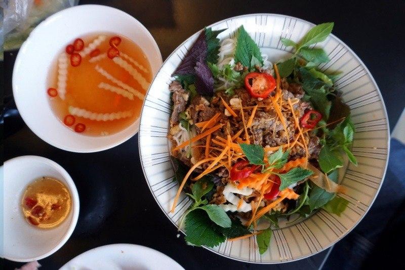 Kuchnia wietnamska - potrawy: bun bo nam bo