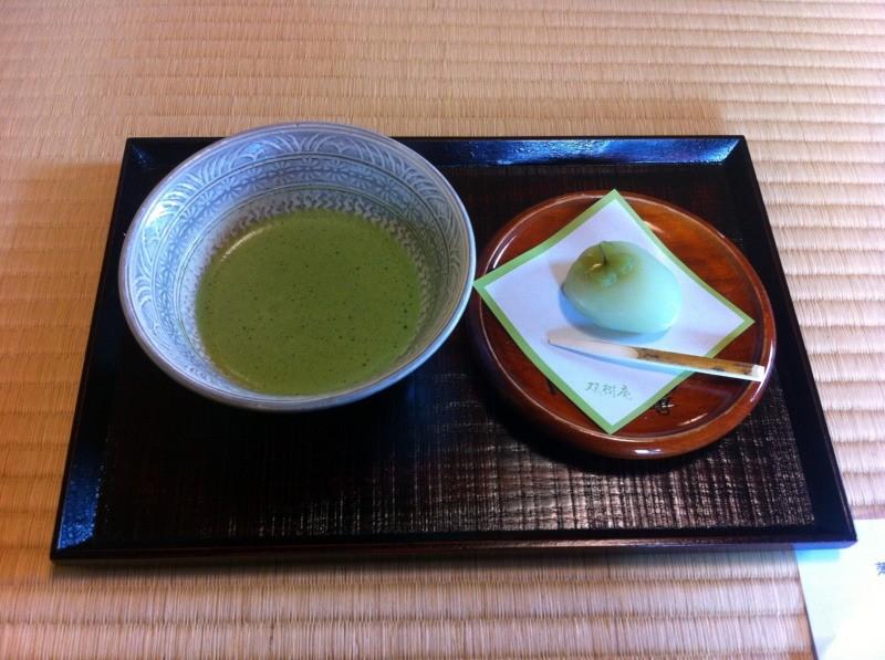 Matcha and wagaashi - Chakai - nieformalne spotkanie herbaciane wSōjuan, Himeji, Japonia