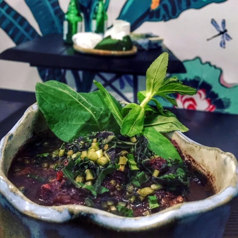 Restauracja wietnamska Vietnamka: Dê rượu mận - kozina długo gotowana wczerninie