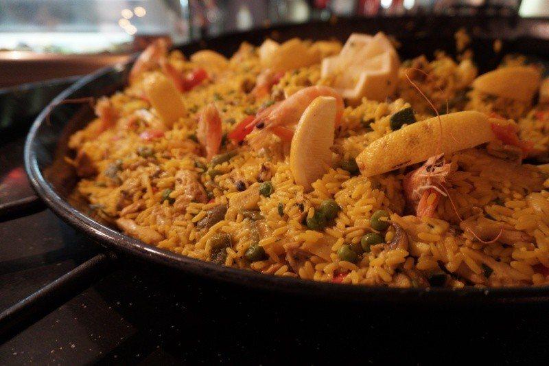 Hala Gwardii - co zjeść koniecznie? Tapas Fiesta iSiesta: paella-marisco