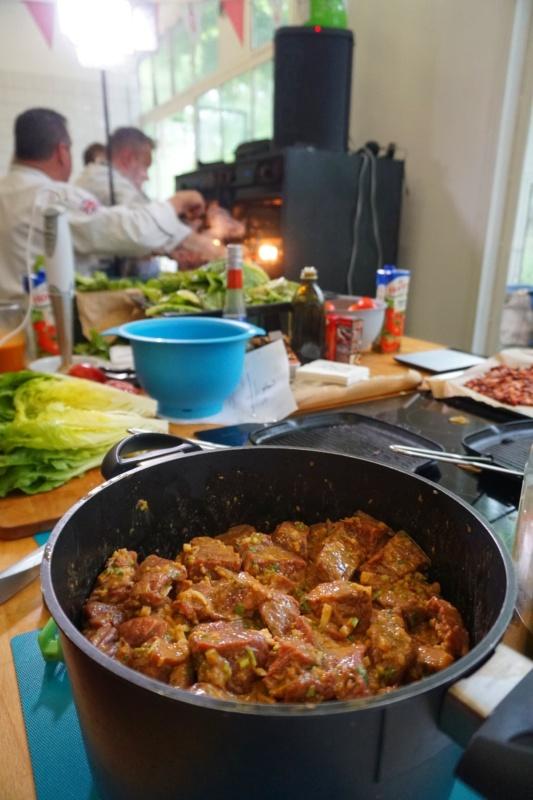 Wołowina naszaszłyki worzechowej marynacie zdodatkiem chipotle (warsztaty kulinarne Tabasco zGarym Evansem wCookUp, Warszawa)