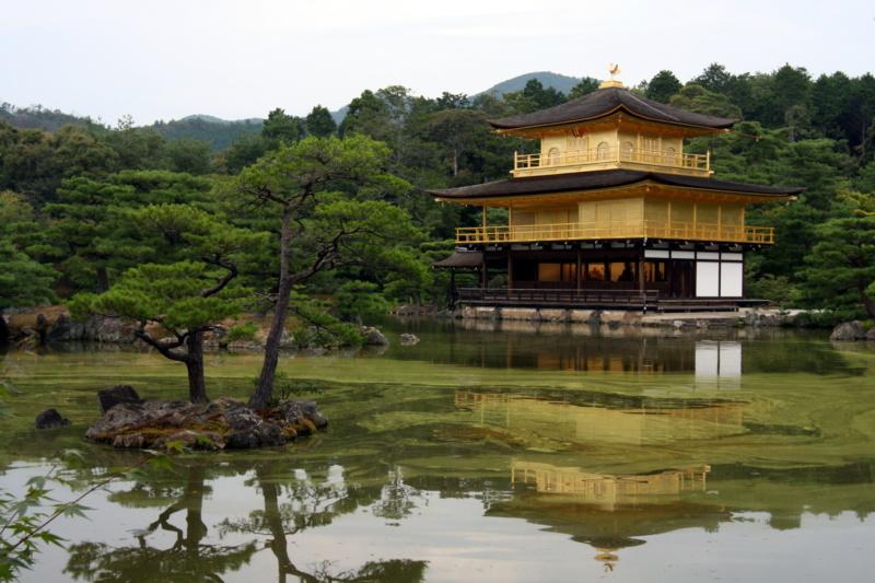 Najpiękniejsze ogrody japońskie wJaponii: ogród przy Złotej Świątyni, Kinkaku-ji / Kinkakuji / Kinkakuji Garden (金閣寺), Kioto, prefektura Kioto