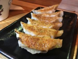 Gyoza - japońskie pierożki (japońskie potrawy wizakaya, kuchnia japońska)