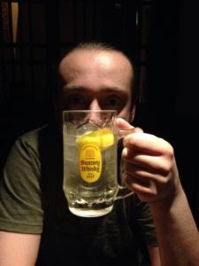 Izakaya wJaponii: highball (haibōru) zSuntory whisky