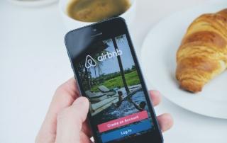 Co tojest ijak działa Airbnb? CzyAirbnb działa w2021? Airbnb ikoronawirus