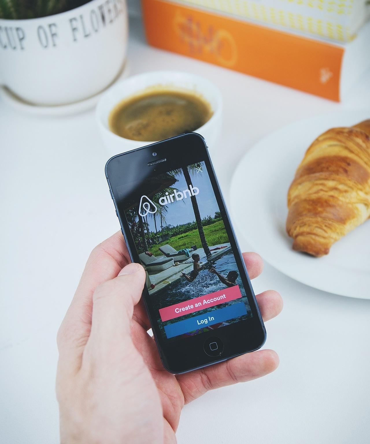 Co to jest i jak działa Airbnb? Czy Airbnb działa w 2021? Airbnb i koronawirus