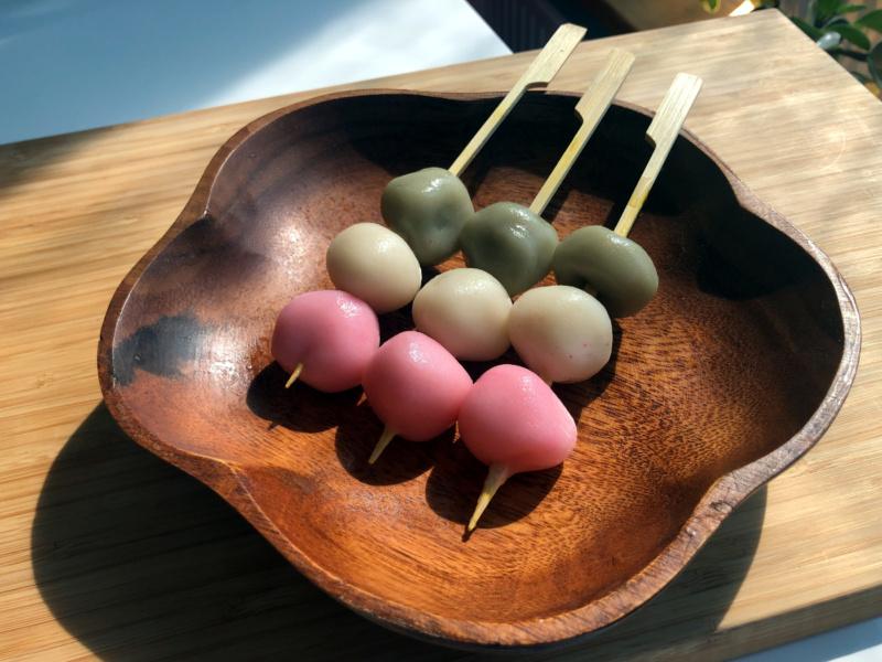 Trójkolorowe sakura dango (botchan dango)