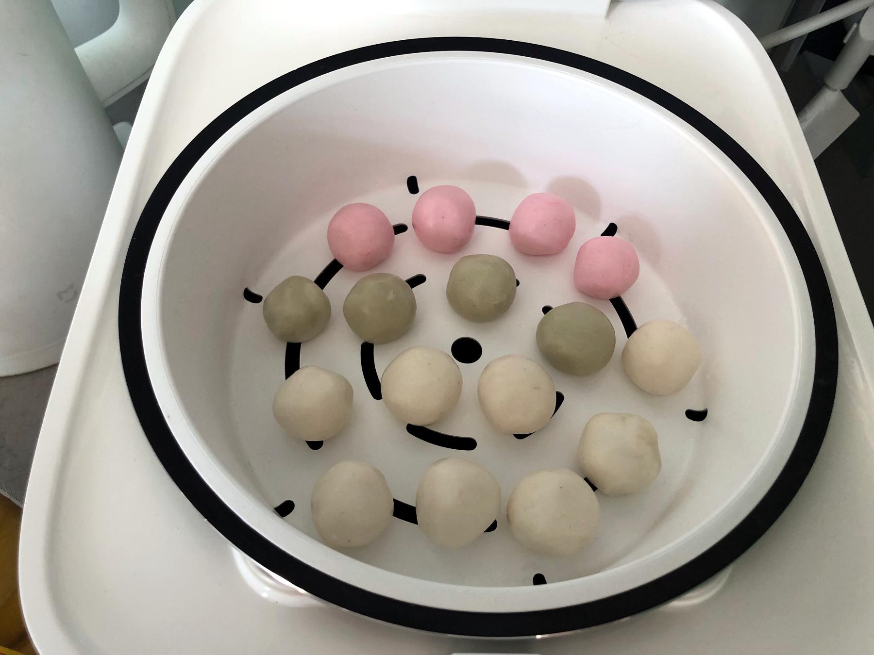 Trójkolorowe sakura dango (botchan dango) w ricecookerze Xiaomi MI