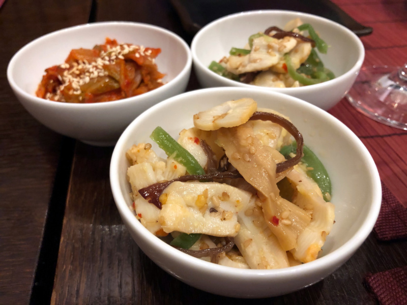 Buri Sushi kolacja degustacyjna: sałatka zmłodego kalmara