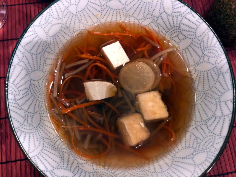 Buri Sushi kolacja degustacyjna: zupa złopianu zrzepą daikon itofu